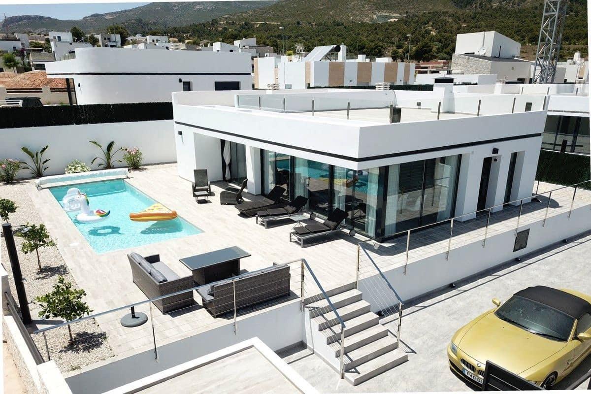 Chalet de 4 habitaciones en Polop en venta con piscina - 345.000 € (Ref: 3468557)