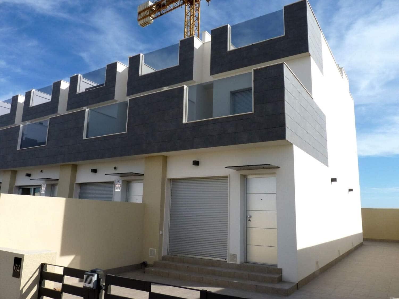 Casa de 3 habitaciones en Pilar de la Horadada en venta con piscina - 170.000 € (Ref: 4316635)