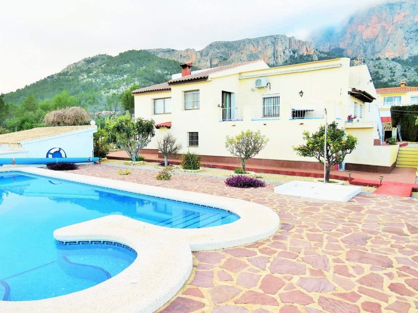 Chalet de 6 habitaciones en Polop en venta con piscina - 260.000 € (Ref: 4414883)