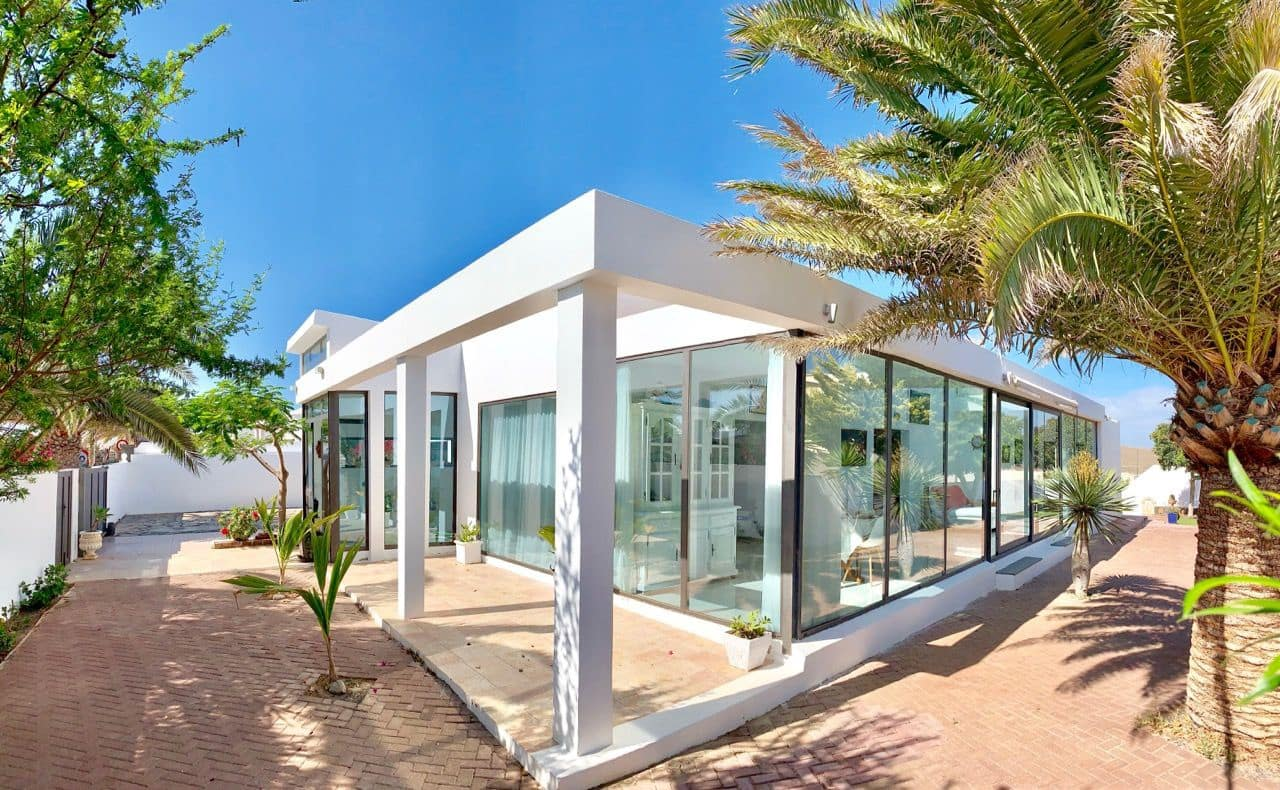 4 bedroom Villa for sale in Costa Teguise with pool garage - € 730,000 (Ref: 5481289)