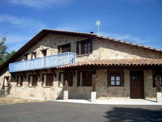 Chalet de 12 habitaciones en Fonfría en venta con garaje - 249.000 € (Ref: 4170436)