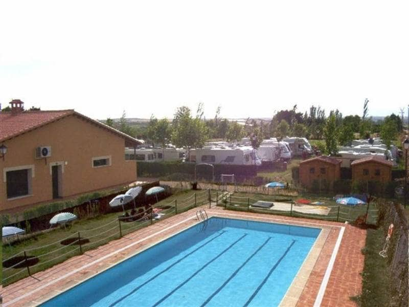 Business for sale in Zamora city with pool - € 195,000 (Ref: 4170462)