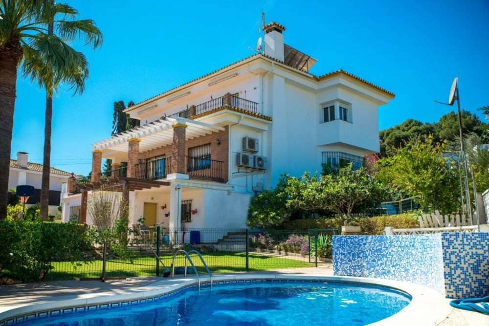8 bedroom Villa for sale in Torremolinos with pool - € 635,000 (Ref: 4835604)