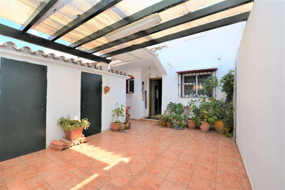3 bedroom Villa for sale in Marbella with pool - € 371,000 (Ref: 5032814)