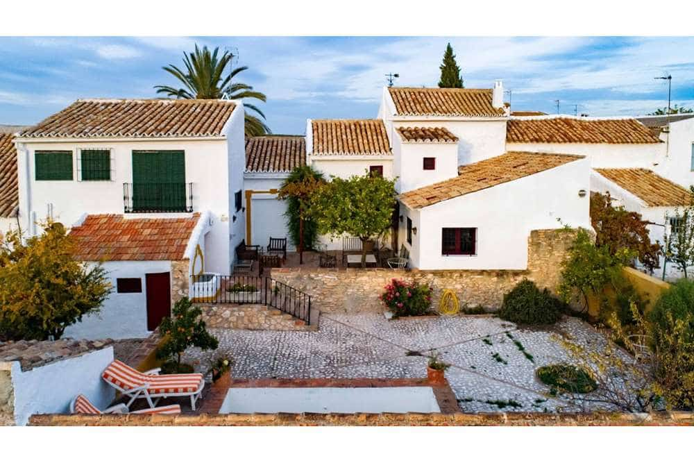 5 soverom Finca/Herregård til salgs i La Roda de Andalucia med svømmebasseng - € 240 000 (Ref: 5405869)