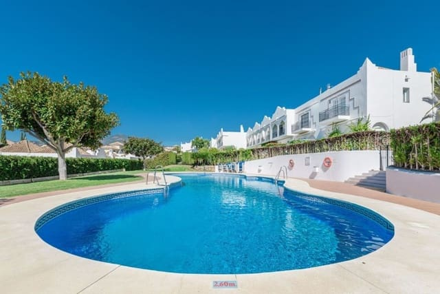 3 chambre Villa/Maison Semi-Mitoyenne à vendre à Aloha Golf avec piscine garage - 475 000 € (Ref: 5960730)