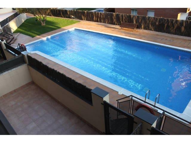 1 slaapkamer Flat te huur in Lloret de Mar met zwembad - € 500 (Ref: 5942997)