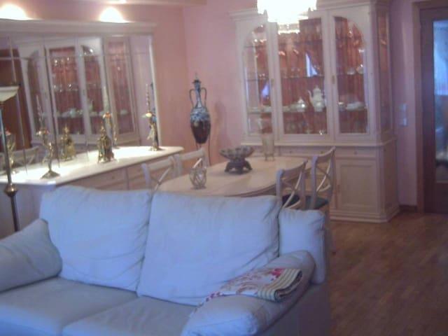 3 soverom Rekkehus til salgs i Santa Eulalia de Roncana med garasje - € 285 000 (Ref: 4029557)