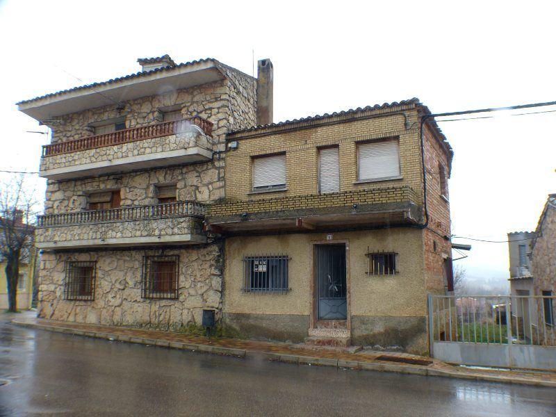5 soverom Hus til salgs i Villalba de la Sierra - € 65 000 (Ref: 3832718)