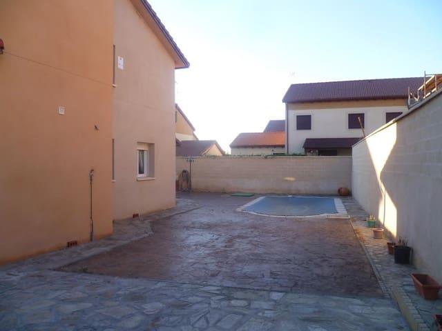 3 sovrum Villa till salu i Hontanares de Eresma - 175 000 € (Ref: 4043953)