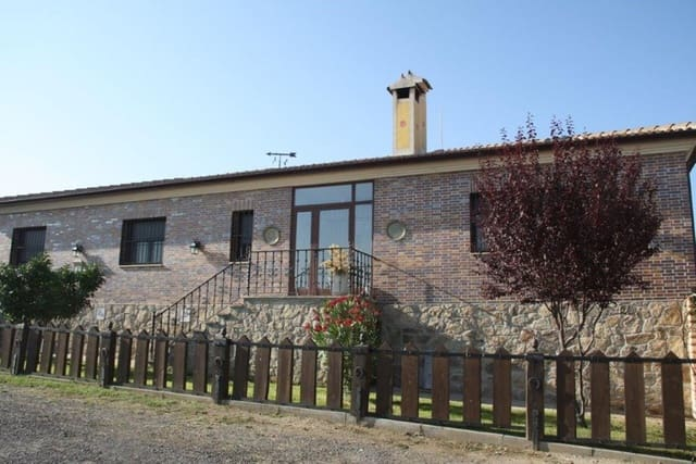 5 sypialnia Finka/Dom wiejski na sprzedaż w Miasto Segowia - 600 000 € (Ref: 5336384)