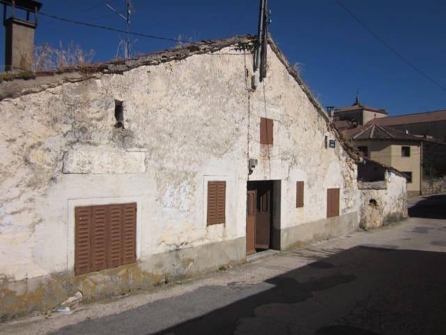 Casa de 4 habitaciones en Prádena en venta - 51.000 € (Ref: 5489312)