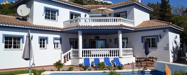 4 soverom Villa til salgs i Benalmadena med svømmebasseng garasje - € 1 100 (Ref: 4144068)