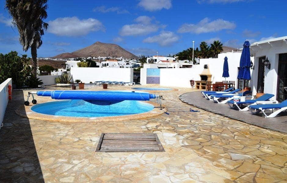 5 bedroom Villa for sale in Guime with pool - € 525,000 (Ref: 4494634)