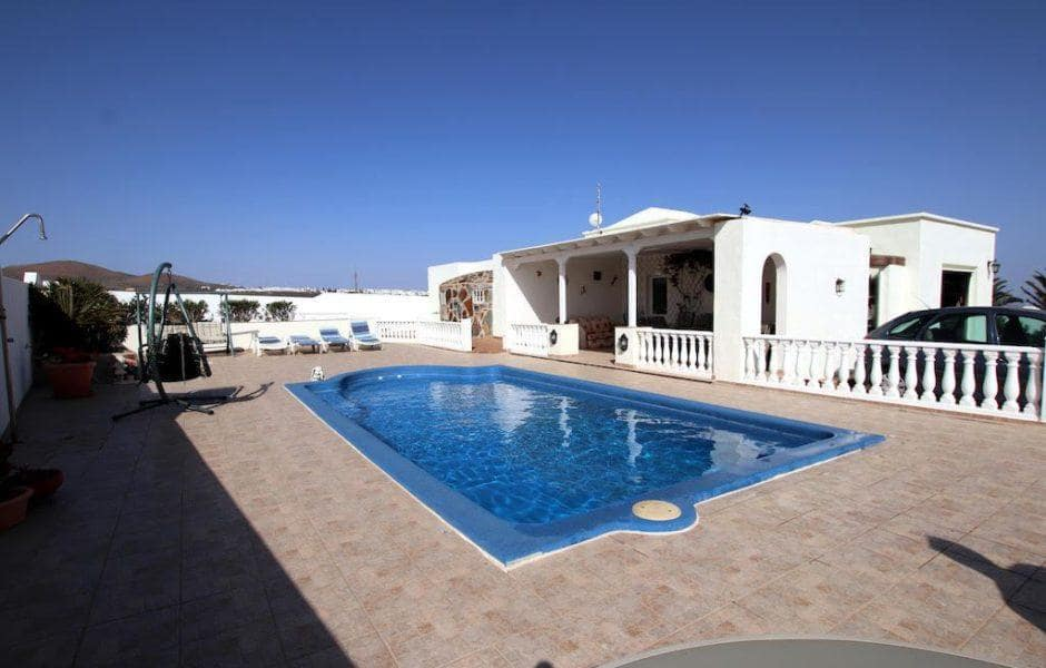 3 bedroom Villa for sale in Guime with pool - € 399,950 (Ref: 4542860)