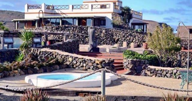 Hotel til salg i Haria med swimmingpool - € 1.800.000 (Ref: 6010177)