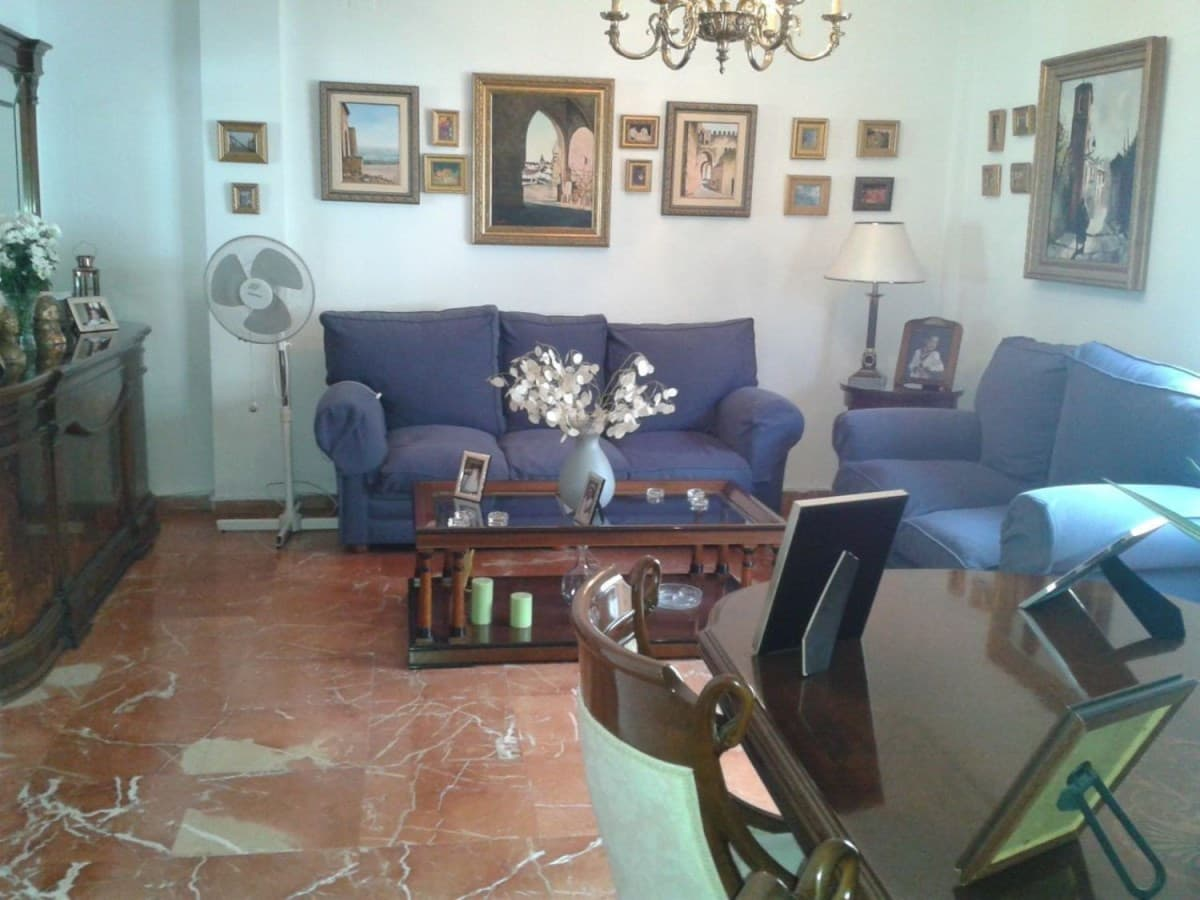 4 sovrum Radhus till salu i Sevilla stad med garage - 360 000 € (Ref: 3128432)