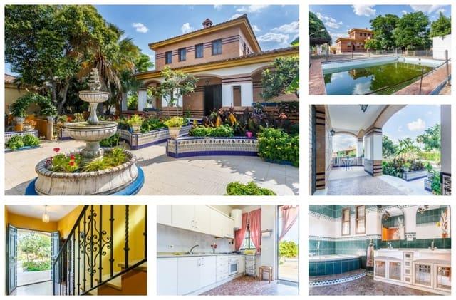 Chalet de 7 habitaciones en Carmona en venta con piscina - 270.000 € (Ref: 4009604)