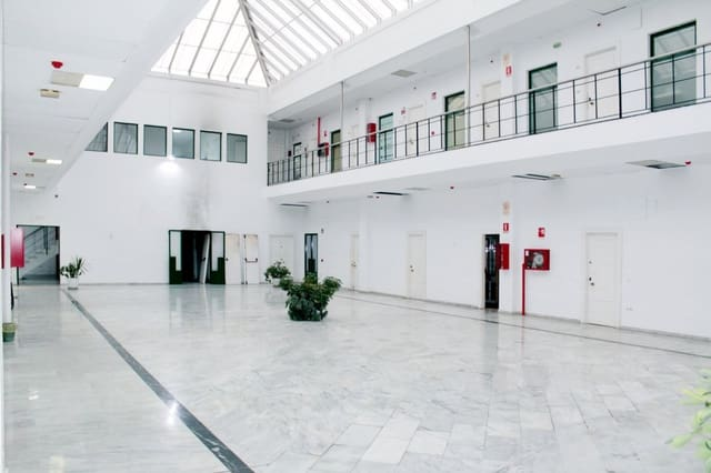 Komercyjne na sprzedaż w Miasto Sewilla - 39 950 € (Ref: 5132960)