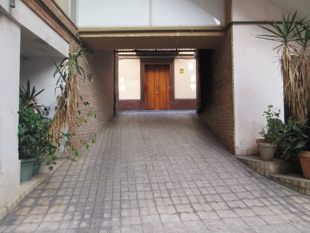 Garage til leje i Sevilla by - € 130 (Ref: 6020041)
