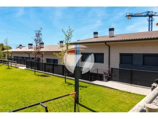 4 slaapkamer Huis te huur in Teia met zwembad garage - € 2.500 (Ref: 5584280)