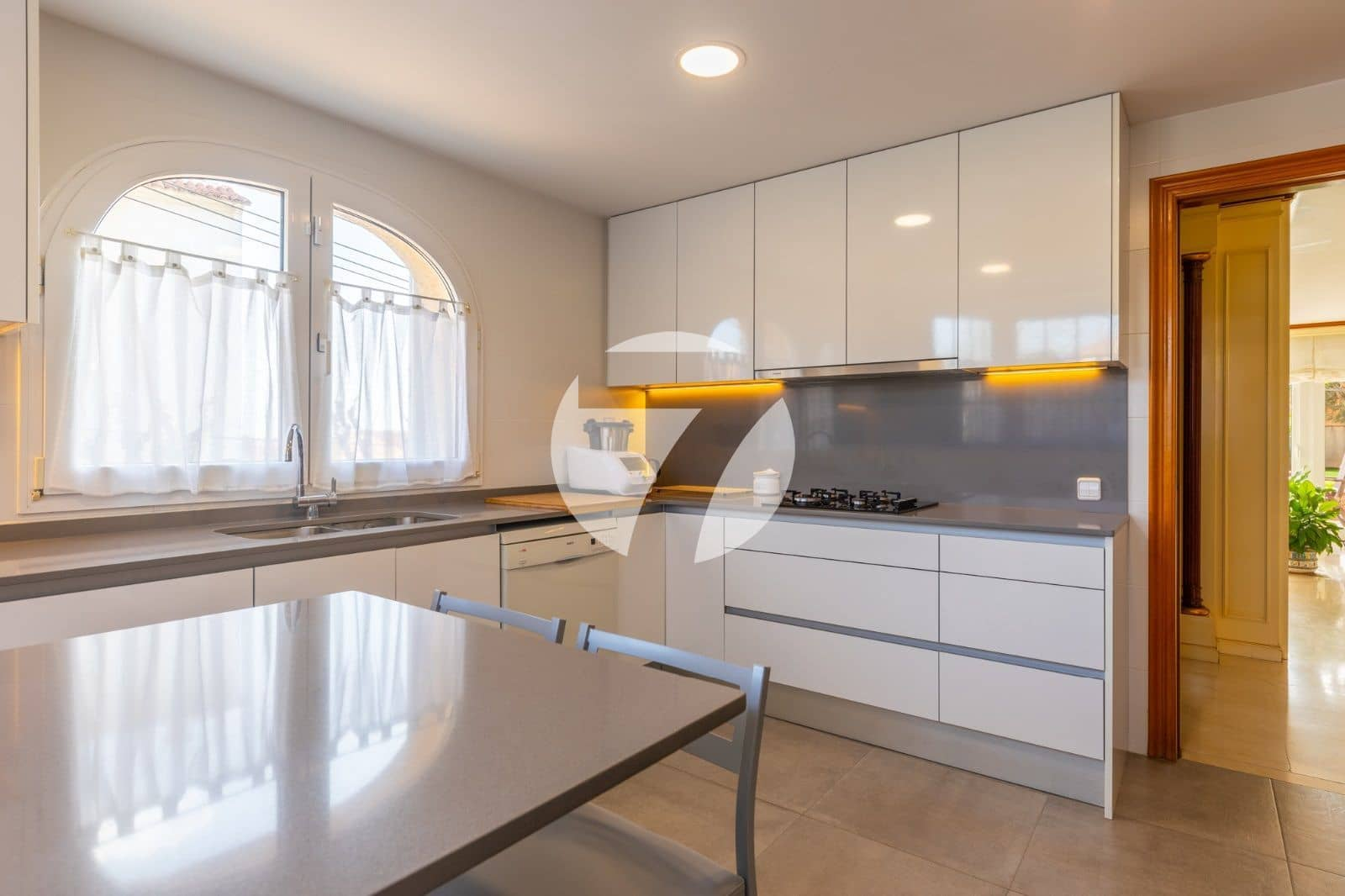 4 soveværelse Byhus til salg i Tiana med garage - € 670.000 (Ref: 5943992)