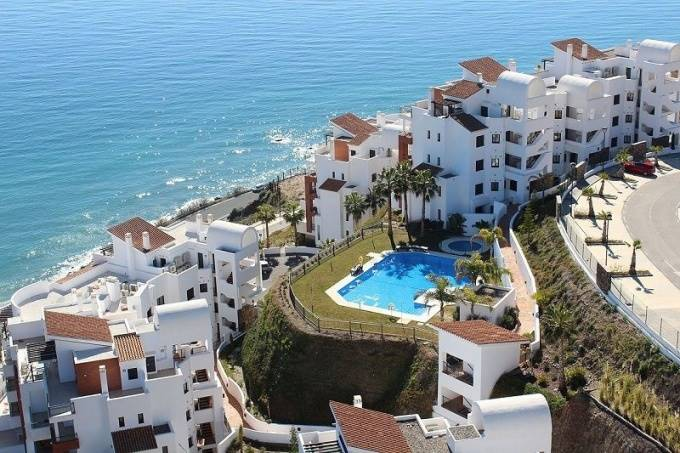 2 bedroom Apartment for sale in Nerja with pool - € 265,000 (Ref: 2862841)