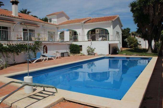 6 bedroom Villa for sale in Nerja with pool - € 675,000 (Ref: 3852161)