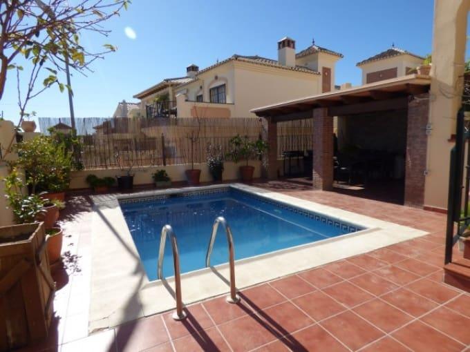 4 bedroom Villa for sale in Nerja with pool - € 390,000 (Ref: 4383697)
