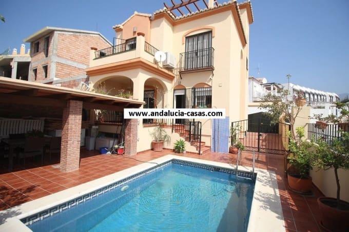 3 bedroom Villa for sale in Nerja with pool - € 320,000 (Ref: 4955112)