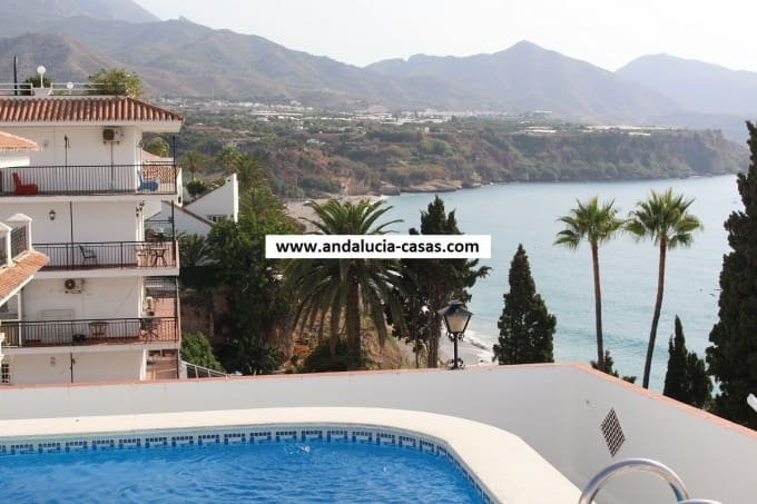 2 bedroom Apartment for sale in Nerja with pool - € 299,000 (Ref: 5022922)