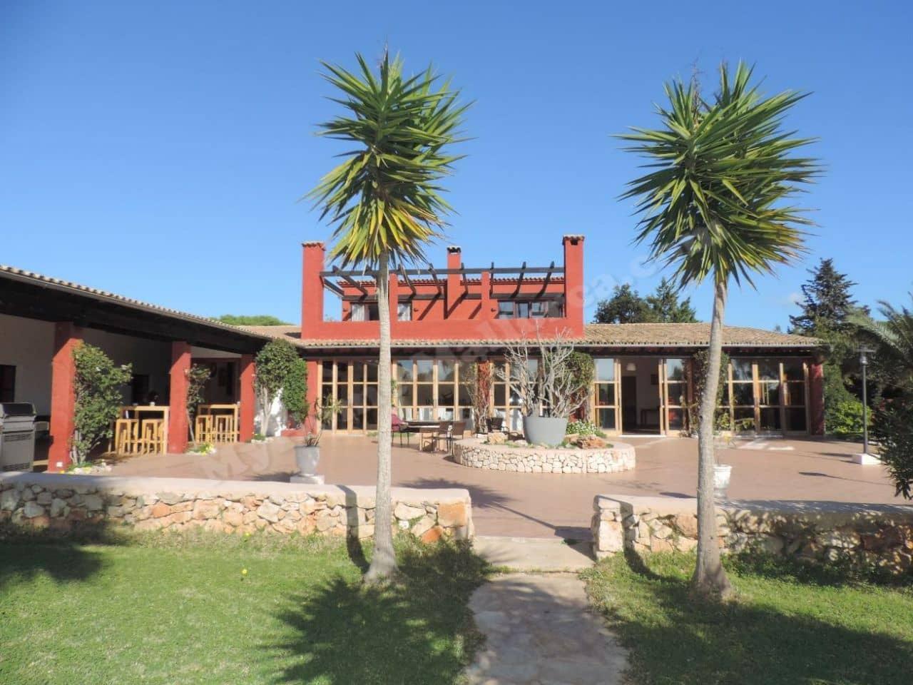 Restaurant/Bar à vendre à Portocolom avec piscine - 1 450 000 € (Ref: 3206849)