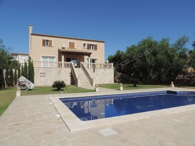 6 bedroom Villa for sale in Portocolom with pool - € 900,000 (Ref: 3357023)