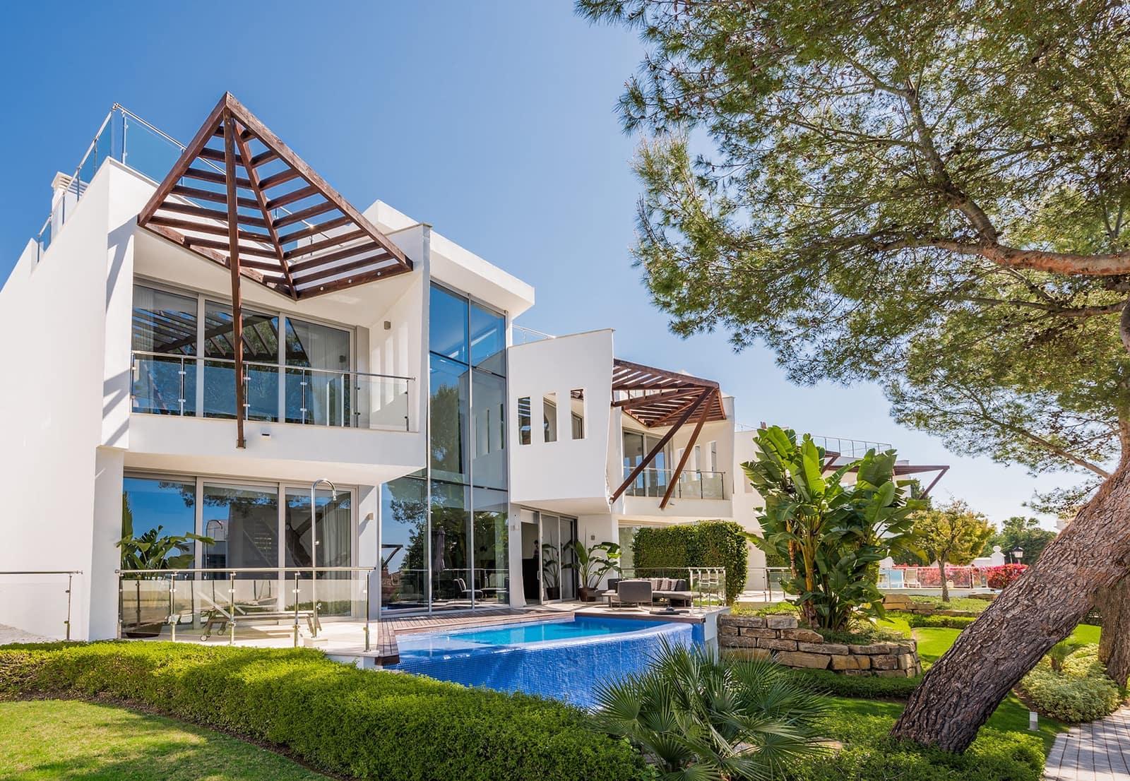 4 bedroom Semi-detached Villa for sale in Marbella with pool - € 1,904,000 (Ref: 5753303)