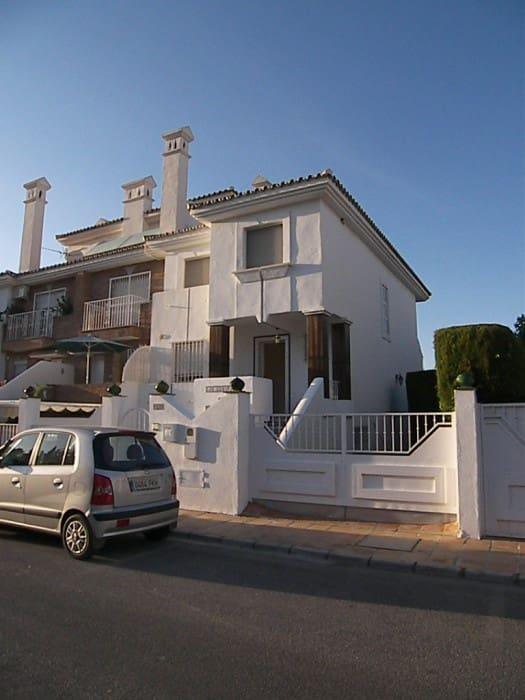 3 sovrum Radhus att hyra i Alhaurin de la Torre med pool garage - 1 000 € (Ref: 980656)