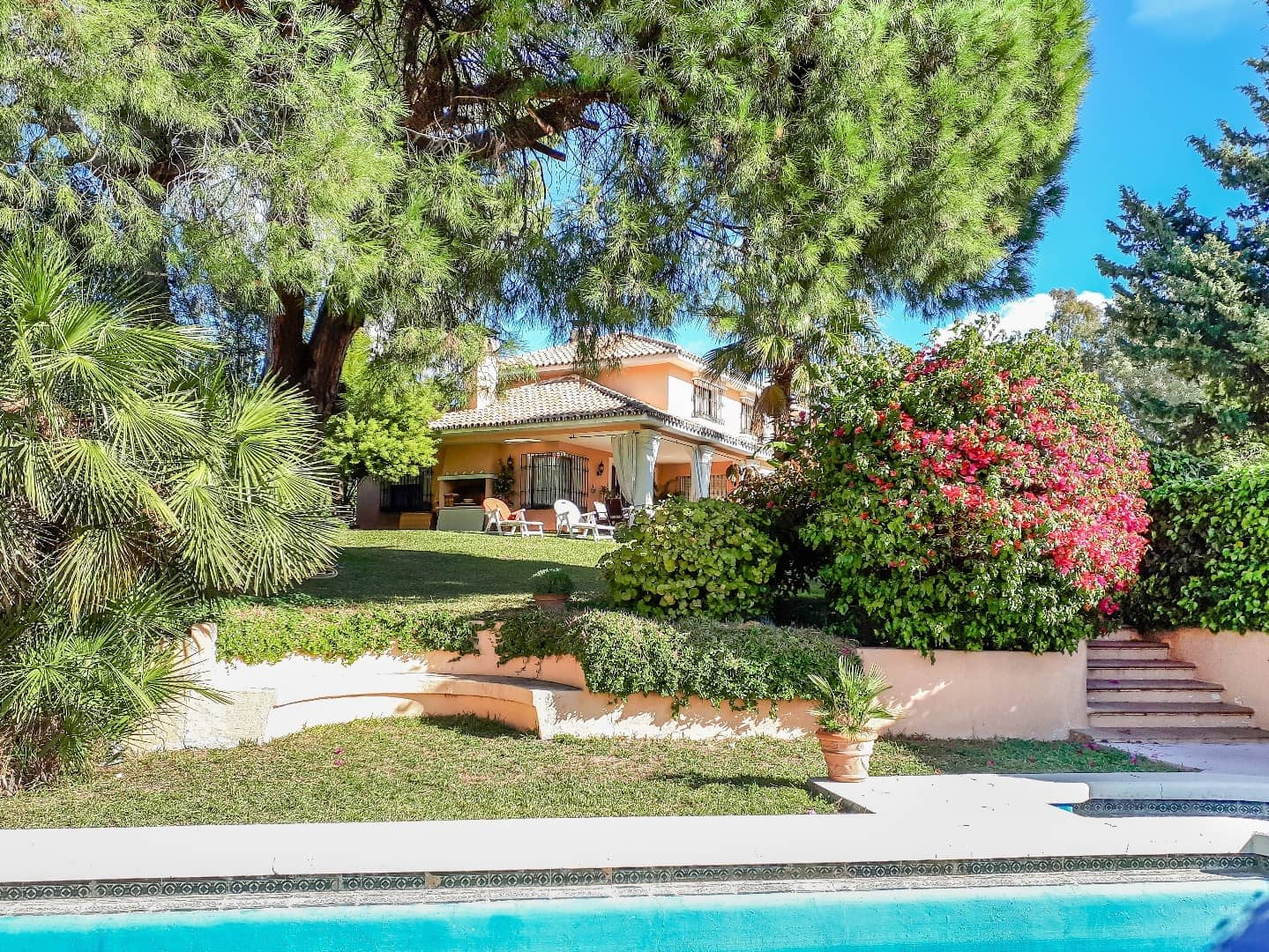 6 bedroom Villa for sale in Marbella with pool garage - € 1,325,000 (Ref: 3835532)