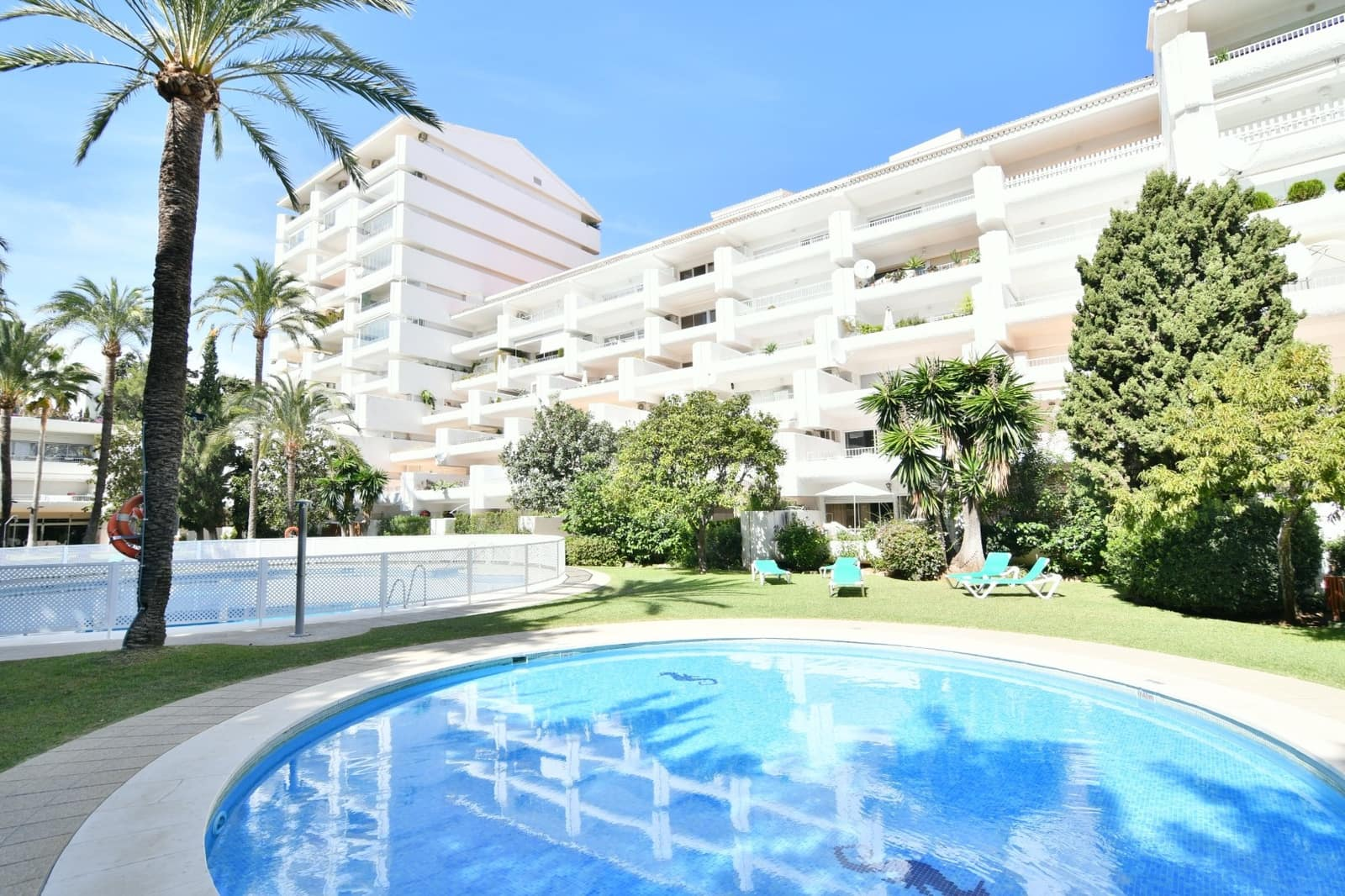 2 bedroom Apartment for sale in Marbella with pool garage - € 295,000 (Ref: 4062104)