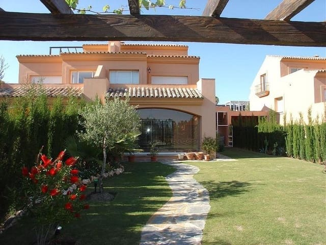 4 sypialnia Dom blizniak na sprzedaż w Estepona - 670 000 € (Ref: 832608)