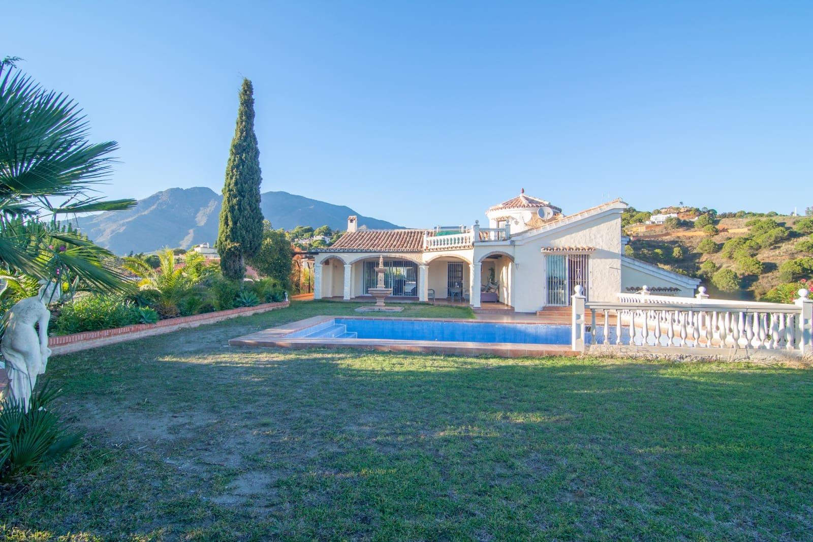 Finca/Casa Rural de 4 habitaciones en Estepona en venta con piscina - 695.000 € (Ref: 5115165)