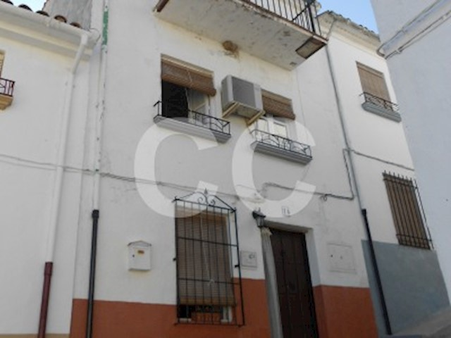 Casa Higuer: Townhouse for sale in Castillo de Locubín