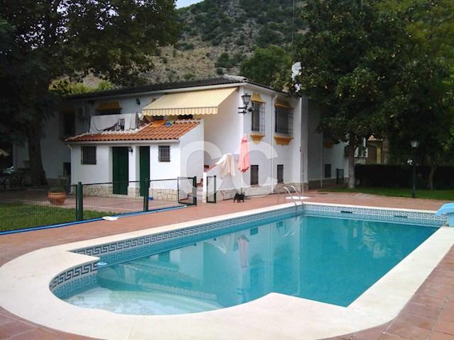 Cortijo Aras: Villa for sale in Lucena