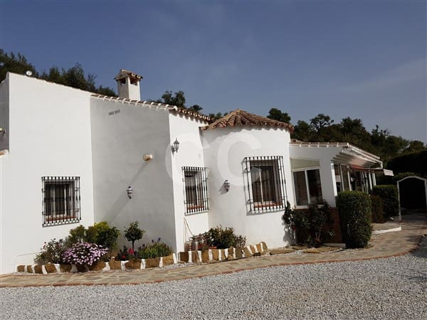 7 Bedroom Finca Country House For Sale In Comares With Pool