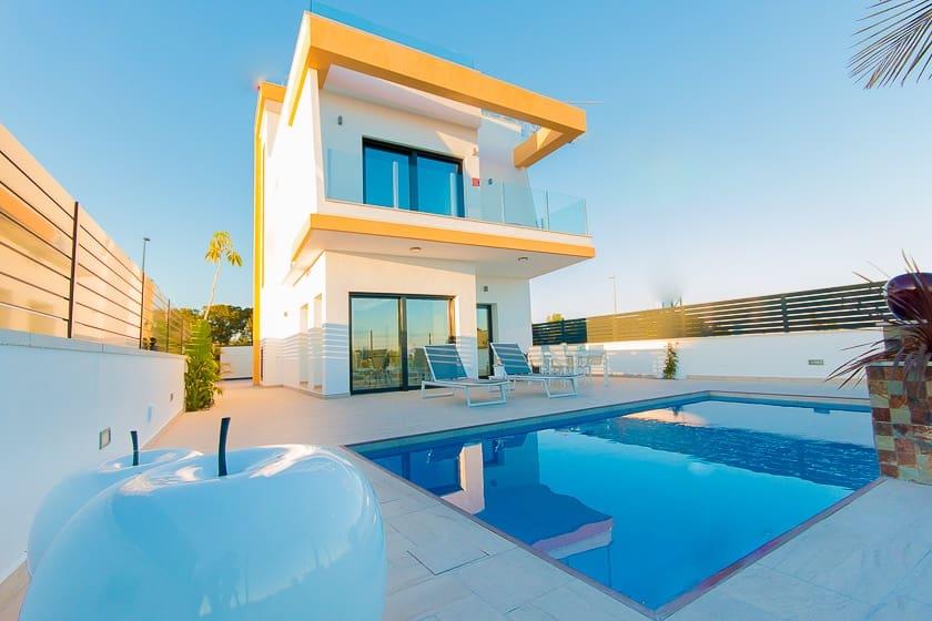 Chalet de 3 habitaciones en Pilar de la Horadada en venta con piscina - 330.000 € (Ref: 4293911)