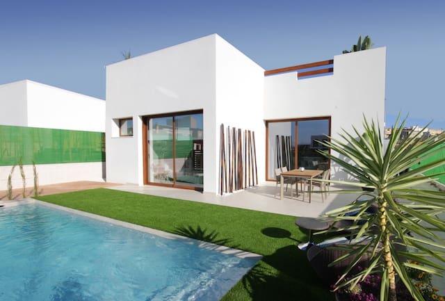 Chalet de 3 habitaciones en Benijófar en venta con piscina - 329.900 € (Ref: 4293934)