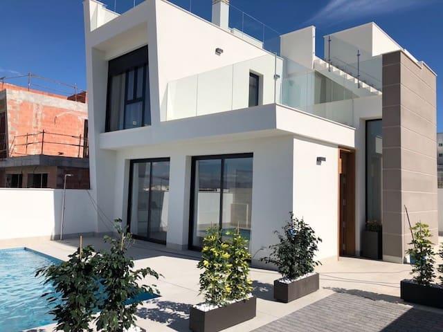 Chalet de 3 habitaciones en Benijófar en venta con piscina - 279.500 € (Ref: 4293935)