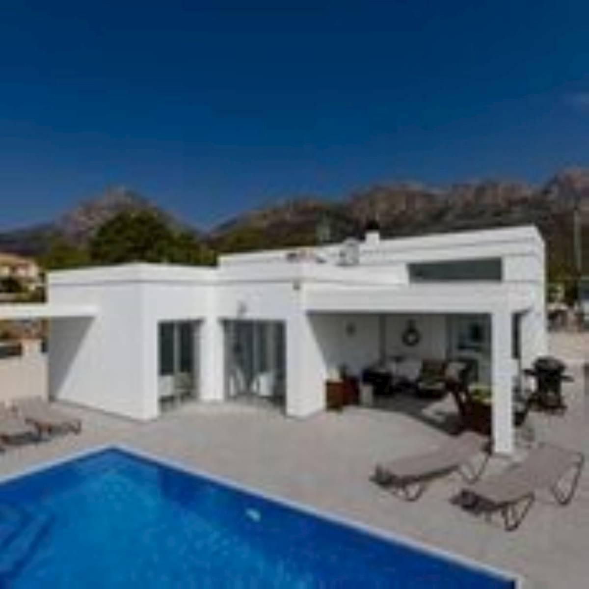 Chalet de 3 habitaciones en Polop en venta con piscina garaje - 326.000 € (Ref: 3707225)