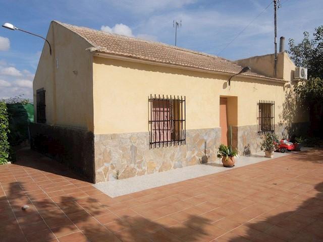 Chalet de 4 habitaciones en Granja de Rocamora en venta con garaje - 230.000 € (Ref: 3738484)
