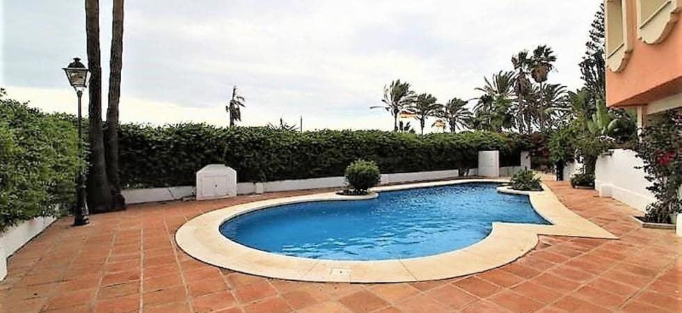 5 slaapkamer Halfvrijstaande villa te huur in Puerto Banus met garage - € 2.800 (Ref: 3978171)