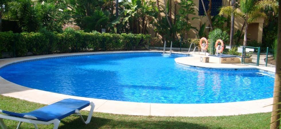 3 slaapkamer Halfvrijstaande villa te huur in Puerto Banus - € 1.800 (Ref: 4128121)