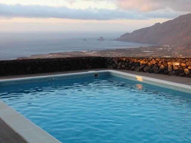 3 bedroom Villa for sale in El Golfo with garage - € 320,000 (Ref: 5743008)